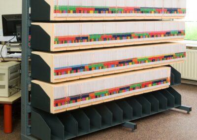 Orga-Rack archiefrek aangepast in hoogte met dakbord